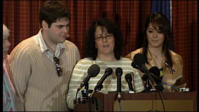 Andrea Phillips (center)