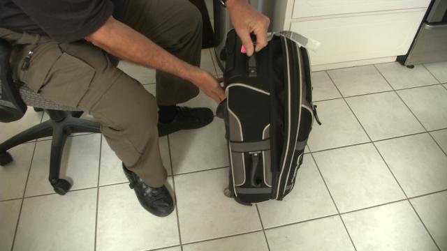 NY senator urges United Airlines to drop overheard luggage bin fee